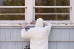 An Expert Safely Removes Lead Based Paint from an Older Home
